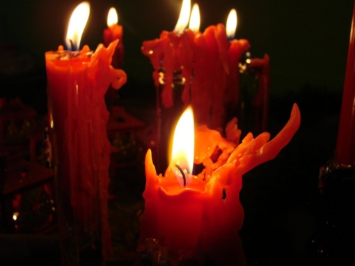 Cool-Burnt-Christmas-Candles[1]